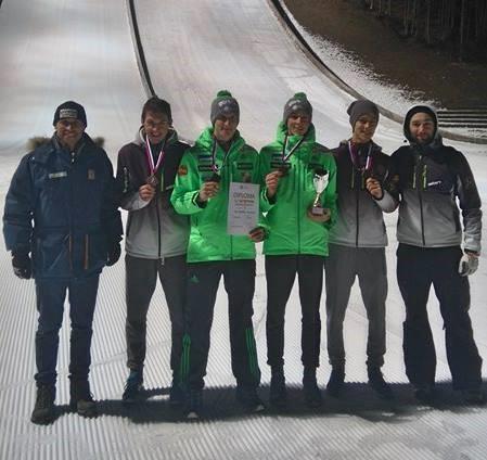 Na ekipni tekmi na DP v Planici so si naši fantje skakalci (Lojze Petek, Anže Lavtižar, Rok Tarman in Bor Pavlovčič) priskočili bron. (22. 12. 2017)